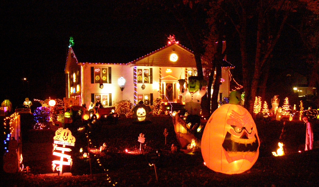 2016 best decorated halloween house